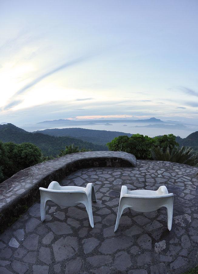 chilline-tagaytay-taal-volcano