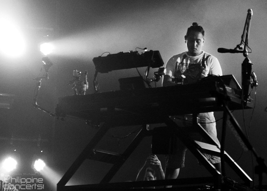 likin-park-live-in-manila-joe-hahn