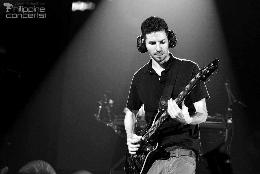 linkin-park-live-at-moa-arena-brad-delson