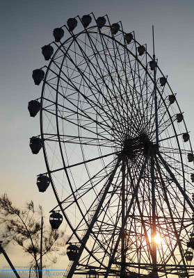 sky-ranch-tagaytay-ferris-wheel